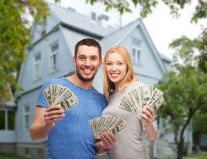 couple-holding-cash